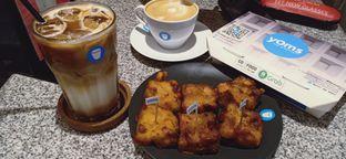 Foto - Menu(Es kopi susu) di YOMS Pisang Madu & Gorengan oleh Tas mika d organizer
