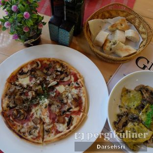 Foto 4 - Makanan di Giuliani Ristorante e Pizza oleh Darsehsri Handayani