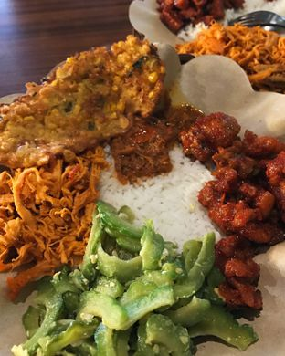 Foto - Makanan(Nasi Rames) di Little Ubud oleh Claudia @grownnotborn.id
