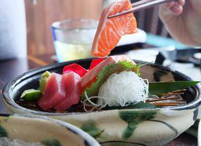 Tips Mudah Mengetahui Kesegaran Salmon Pada Sajian Sushi dan Sashimi