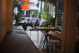 Foto 7 - Interior di Pivot Coffee oleh Fadhlur Rohman