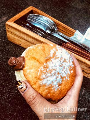 Foto 1 - Makanan(nutella bombolini) di Six Ounces Coffee oleh Sienna Paramitha