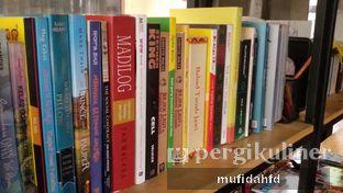 Foto 5 - Interior di Maraca Books and Coffee oleh mufidahfd