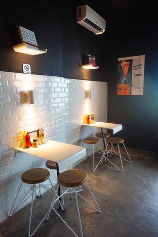 Foto 3 - Interior di Sliced Pizzeria oleh yudistira ishak abrar