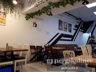 Foto 7 - Interior di Salt & Sugar Cafe and Bistro oleh Prita Hayuning Dias