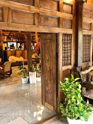 Foto 5 - Interior di LaWang Jogja Resto oleh kdsct