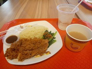 Foto - Makanan(Nasi Hainan Ayam Goreng) di Golden Lamian oleh Ratu Aghnia