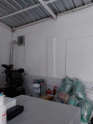 Foto 7 - Interior di Aksata Coffee & Roastery oleh Mouthgasm.jkt