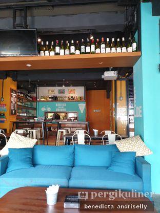 Foto 4 - Interior di Metro Coffee oleh ig: @andriselly