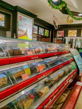 Foto 1 - Interior di Holland Bakery oleh Tika    @jajanmolo