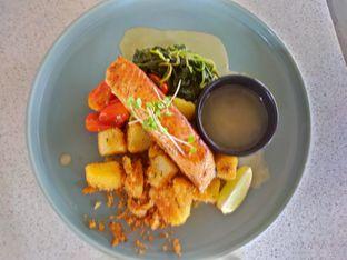 Foto 4 - Makanan(Pan seared salmon) di Twin House oleh Komentator Isenk