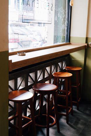 Foto 4 - Interior di Sedjenak Koffie En Eethuis oleh Indra Mulia