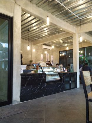 Foto 3 - Interior di Klasik Coffee oleh yeli nurlena