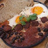 Foto Baked chorizo egg di Common Grounds
