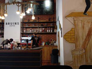 Foto 7 - Interior di Bruins Coffee oleh abigail lin