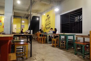 Foto 3 - Interior di Yellow Truck Coffee oleh Marisa Aryani