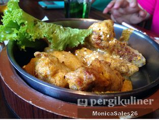 Foto 2 - Makanan(Chicken Wings with dips) di Holywings oleh Monica Sales