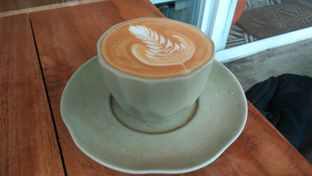Foto 1 - Makanan(Caffe Latte Vanilla (IDR 36k)) di Sama Dengan oleh Renodaneswara @caesarinodswr