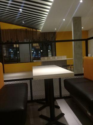 Foto 3 - Interior di BurgerUP oleh Lisa_ Hwan