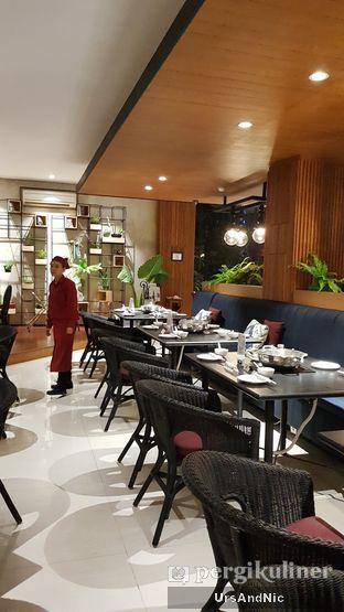 Foto 10 - Interior di Coca Suki Restaurant oleh UrsAndNic