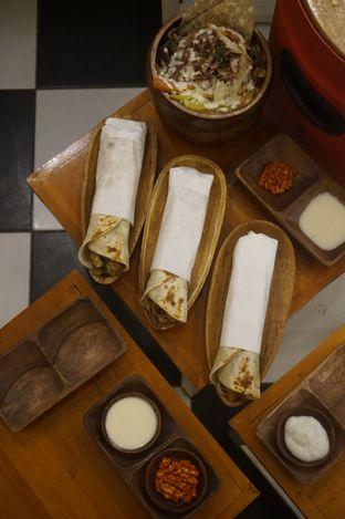 Foto 13 - Makanan di Emado's Shawarma oleh yudistira ishak abrar