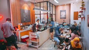 Foto 3 - Interior di Makmur Jaya Coffee Roaster oleh @kulineran_aja