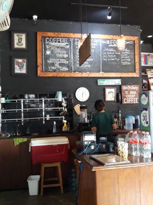 Foto 6 - Interior di Identic Coffee oleh Mouthgasm.jkt