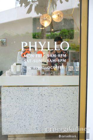 Foto 10 - Interior di Phyllo Coffee oleh Darsehsri Handayani