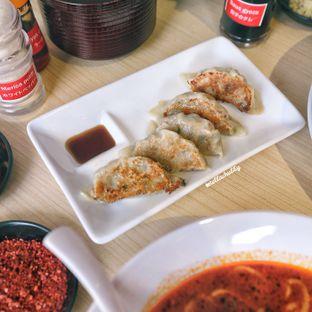 Foto 2 - Makanan(Gyoza) di Fufu Ramen oleh Stellachubby