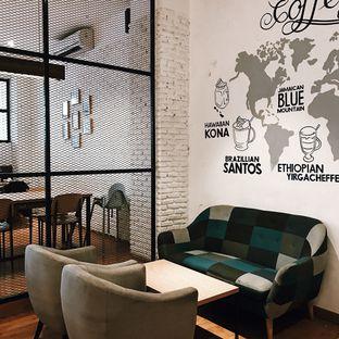 Foto 6 - Interior di Coffee Motion oleh Della Ayu