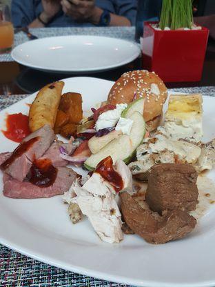 Foto 6 - Makanan di Collage - Hotel Pullman Central Park oleh Wiwis Rahardja