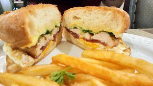 Foto 5 - Makanan(Cheese club sandwich) di Revel Cafe oleh Komentator Isenk
