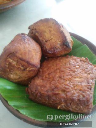 Foto 6 - Makanan(Tahu & Tempe Bacem) di Gudeg Kandjeng oleh UrsAndNic