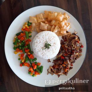 Foto 2 - Makanan(Roasted Chicken with sambal matah) di 30 Seconds Coffee House oleh Prita Hayuning Dias