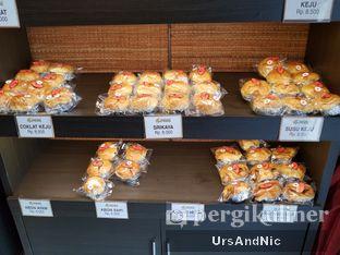 Foto 7 - Interior di Iwai Bakery oleh UrsAndNic