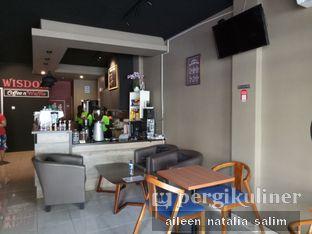 Foto 3 - Interior di Wisdom Coffee n Waffle oleh @NonikJajan