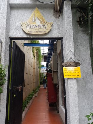Foto 1 - Eksterior di Giyanti Coffee Roastery oleh ig: @andriselly