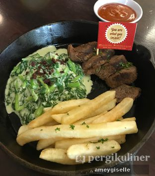 Foto 2 - Makanan di Steak Hotel by Holycow! oleh Hungry Mommy