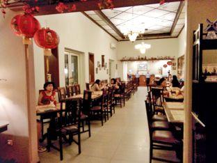 Foto 2 - Interior di Bon Ami Restaurant & Bakery oleh Ratu Aghnia