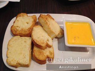 Foto 3 - Makanan(Bread & Cheese) di Pizza Hut oleh Anastasya Yusuf