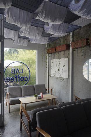 Foto 8 - Interior di Lab Coffee oleh yudistira ishak abrar