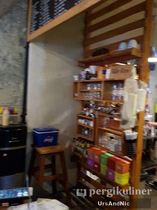 Foto 6 - Interior di Kedai Tillo Kopi oleh UrsAndNic