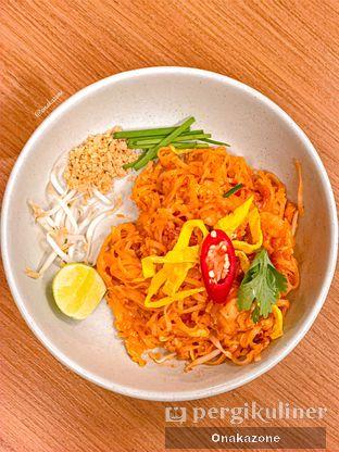 Foto 3 - Makanan(Kwetiaw Pad Thai Shrimp) di Khao Khao oleh Onaka Zone