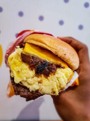 Foto 5 - Makanan(Eggys Burger) di Flip Burger oleh Adhy Musaad