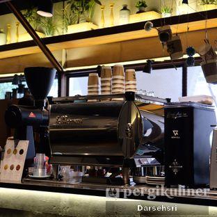 Foto 7 - Interior di Bermvda Coffee oleh Darsehsri Handayani