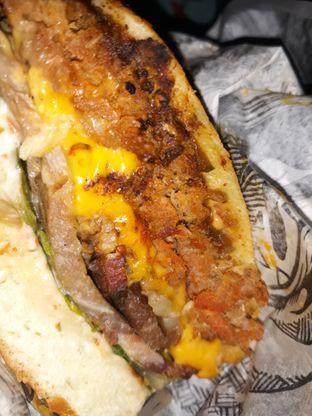 Foto 1 - Makanan di Lawless Burgerbar oleh Mouthgasm.jkt