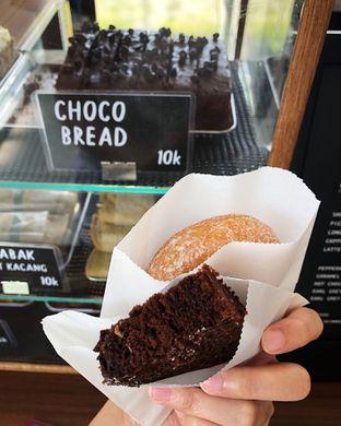 Foto 1 - Makanan(Choco bread & donat kampung) di Tuku Kopi oleh Claudia @grownnotborn.id