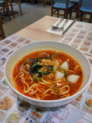 Foto 2 - Makanan(Taiwan Beef Noodle Soup) di Chopstix oleh Fadhlur Rohman