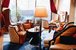 Foto 38 - Interior di The Writers Bar - Raffles Jakarta Hotel oleh Indra Mulia
