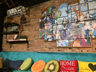 Foto 9 - Interior di Kitiran Resto & Cafe oleh Irine